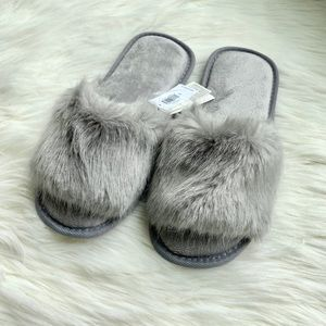 GAP faux fur slippers - size S